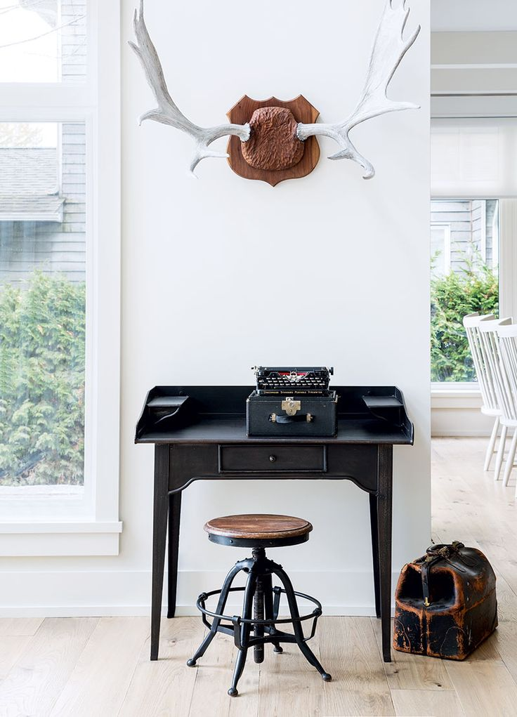An Artful Arrangement Of Antiques Makes A Graphic Statement