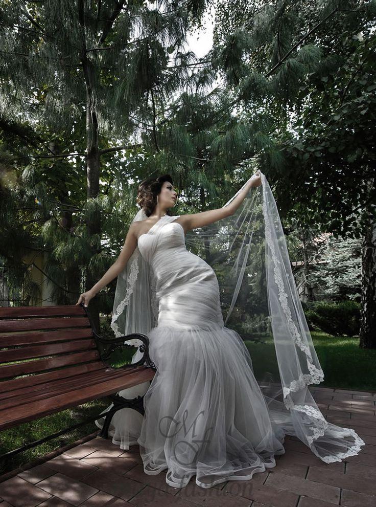 http://www.mayafashion.ro/rochie-mireasa-m17-13