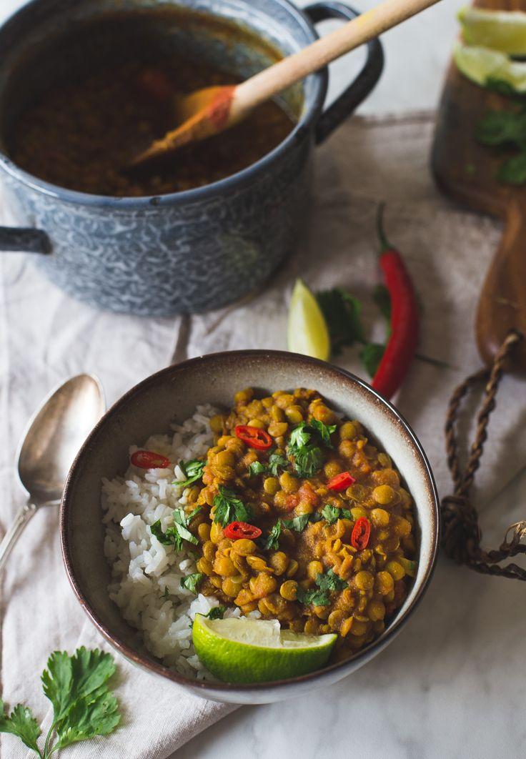 Dal Bhat. Een traditioneel en vegan (!) gerecht dat veel wordt gegeten in Nepal. (waar ik over een maandje te vinden ben :))