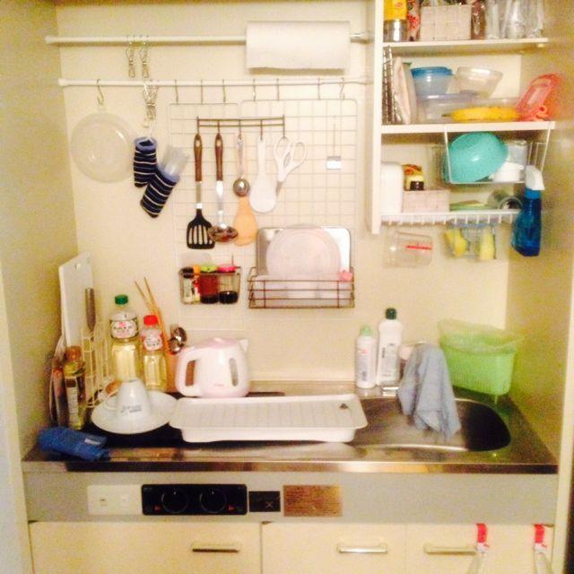 キッチンは収納したいものがたくさんあるのに、収納スペースは限られていますよね。そんな限られたキッチンの収納場所をうまく利用する方法をご紹介します。それも全て100均で購入できるものばかり。安く揃えて賢く収納しましょう。
