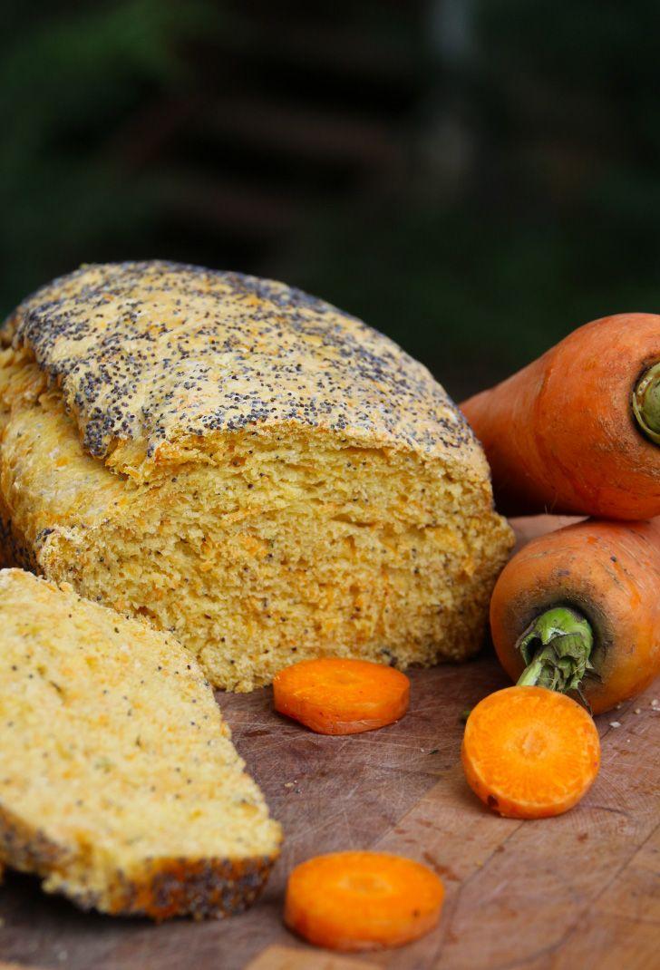 Pan de Zanahoria y Semillas de Amapolas - Otro de mis favoritos.. queda bien denso, con la dulzura de la zanahoria y la textura de la amapola. Perfecto para comérselo al desayuno con queso crema.