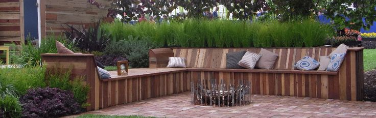 garden seating area from recycled materials   950 300