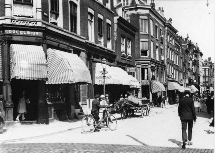 1927,De Meent, links banketbakkerij Excelsior op de hoek van de Gedempte Binnenrotte