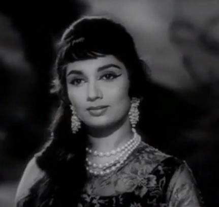Sadhana displays an ethereal beauty in Woh Kaun Thi? (1964)