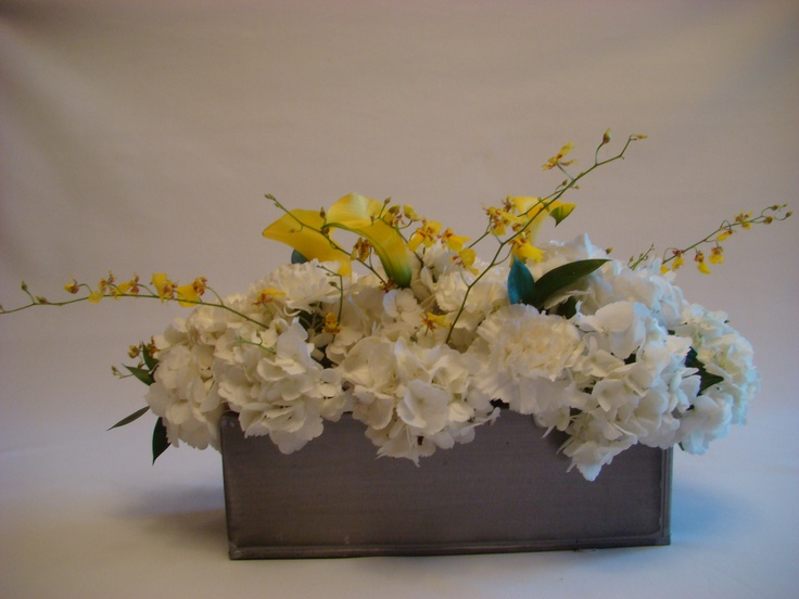 Rustic elegant table centerpiece with hydrengeas, calla lilies and orchids.  http://www.plushflowers.ca