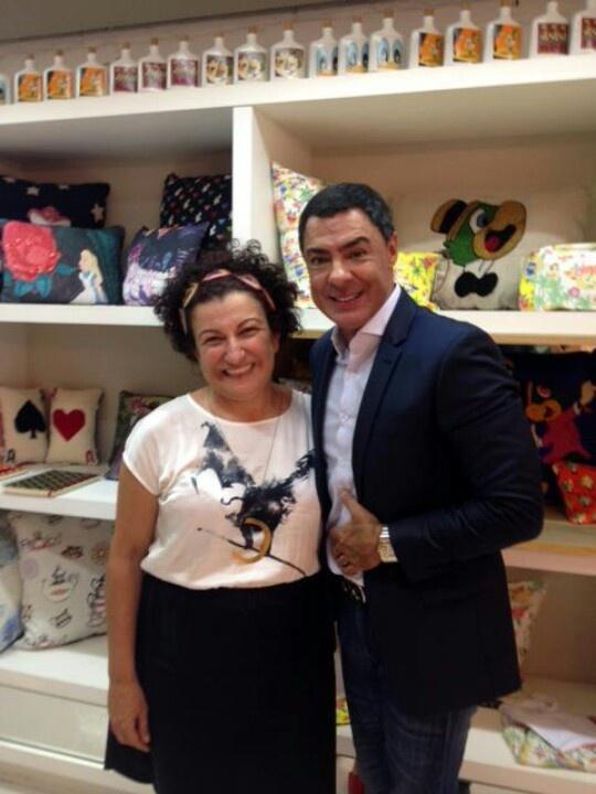 Miguel Vives Presidente da Walt Disney no Brasil, prestigiando a Pop-Up Store junto de nossa diretora Celeste Chad.