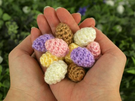 free pattern: Tiny Eggs (in a Nest)