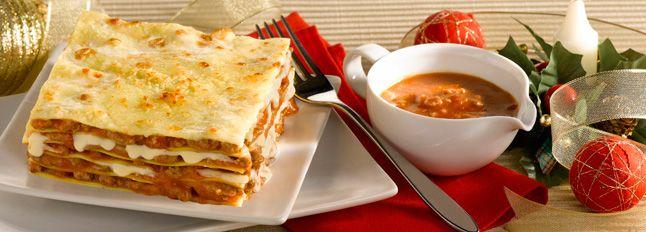 Protagoniste di oggi: le mitiche lasagne al forno! Da farcire con formaggi, uova, sughi o besciamella. Scopri la facile ricetta e mettiti all'opera.