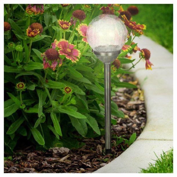 Acabado níquel. 1 luz LED integrada. Pantalla de vidrio craquelado. Lámpara solar.