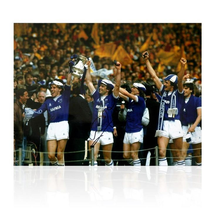 Kevin Ratcliffe signed Everton photo - 1984 FA Cup
