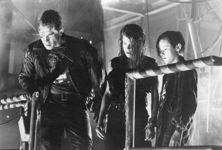 Linda Hamilton, Arnold Schwarzenegger, and Edward Furlong in Terminator 2: Judgment Day (1991)