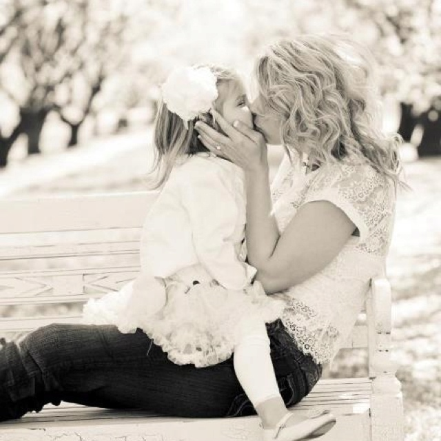 Mother daughter photo idea - like the pose!