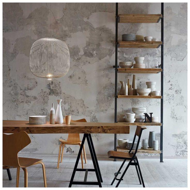De Foscarini Spokes 1 #Hanglamp, van de ontwerper #GarciaCumini, werd geïnspireerd door beelden van antieke #oosterse #lantaarns en minder #exotische #volières. De designer vond de naam voor de hanglamp na het observeren van een fietswiel. Het resultaat is een #lichtgewicht hanglamp met zachte vormen die het licht gefilterd de ruimte in schijnt.  #Foscarini #Spokes #Hanglamp | #MisterDesign