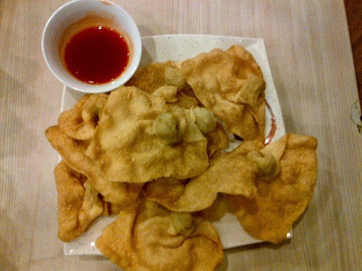 Resep Cara Membuat Pangsit Goreng Isi Ayam Udang http://dapursaja.blogspot.com/2014/04/resep-cara-membuat-pangsit-goreng-isi.html