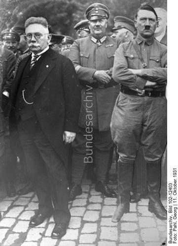 """Bad Harzburg.- Gründung der """"Harzburger Front"""".- Alfred Hugenberg, Prinz Eitel Friedrich von Preußen, Adolf Hitler und DNVP-Abgeordneter Otto Schmidt-Hannover. (halbverdeckt hinter Hitler). Montage, Hitler nachträglich einmontiert,"""