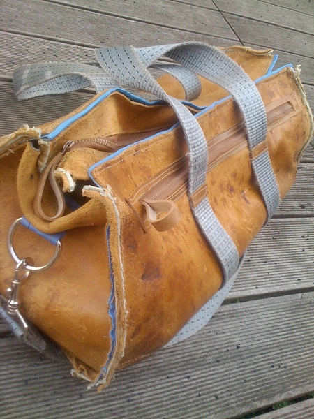 leather bag // Leder-Tasche by es-ist-ein-junge-alkedag via dawanda.com