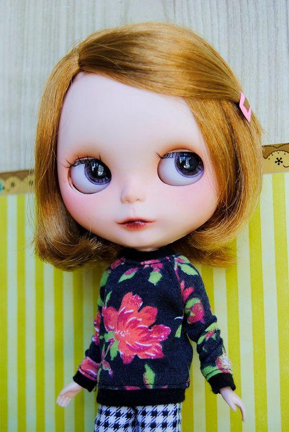 black and flowers cute sweater blythe pullip dal by muimuikawaii