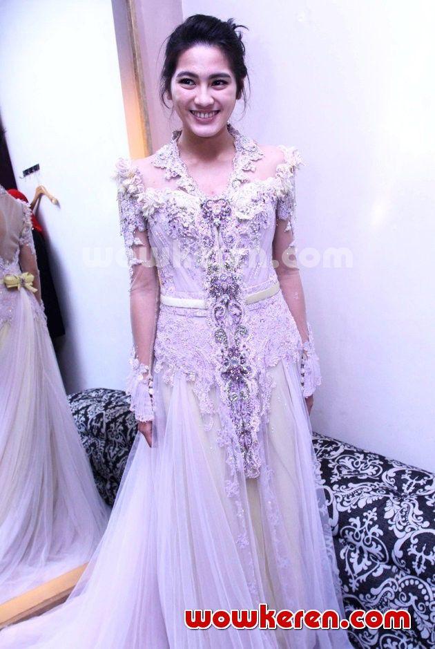 Alissa subandono wearing kebaya by ferry sunarto (Indonesian Fashion Designer - see profile http://www.ferrysunarto.com/)