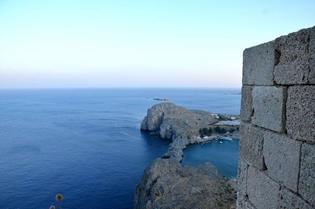 Lindos, vista dall'acropoli  www.arttrip.it/lisola-del-sole-cosa-ce-da-sapere-per-le-tue-vacanze-rodi/