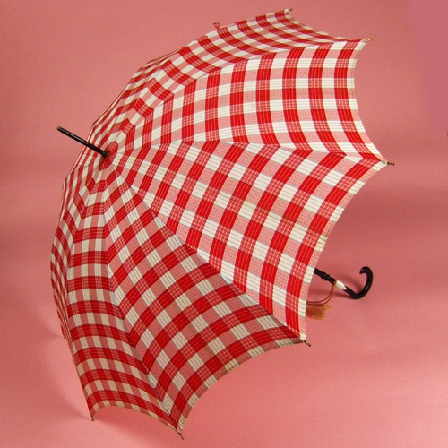 Cute red and white gingham umbrella... Need one!