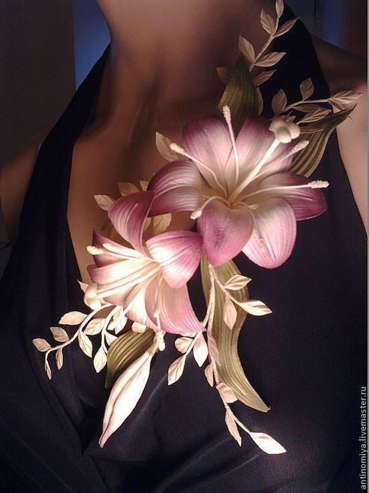 """Заколки ручной работы. Ярмарка Мастеров - ручная работа. Купить Композиция из лилий """"Элегия"""". Цветы из шелка, украшение с лилиями.. Handmade."""