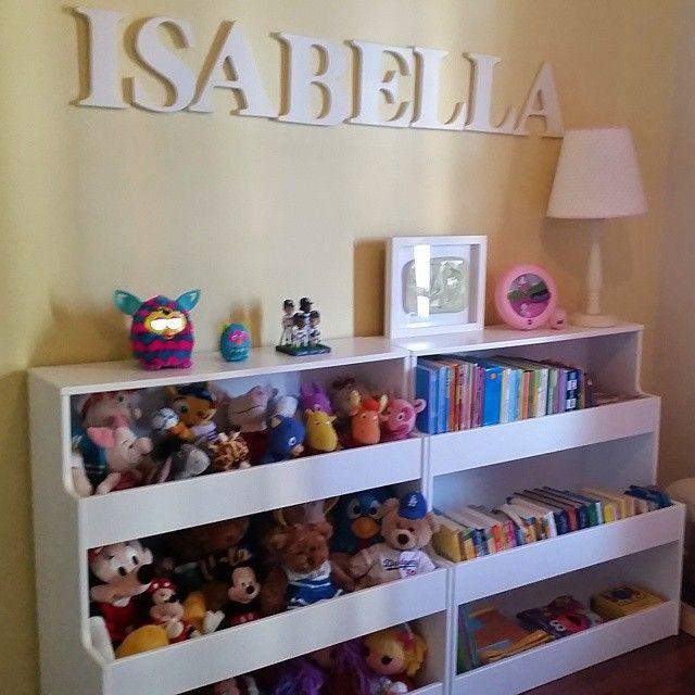 Estante de brinquedos no quarto para minha querida Isy!