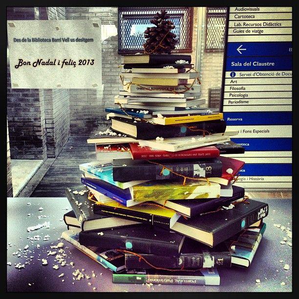 libri e Natale | Christmas' books  https://flic.kr/p/dKPiRT | #expoGironaEmociona #gironaemociona  Biblioarbre de Nadal a la Biblioteca del Barri Vell de la UdG