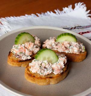 Самые вкусные рецепты: Кростини с копченой рыбой и сливочным сыром