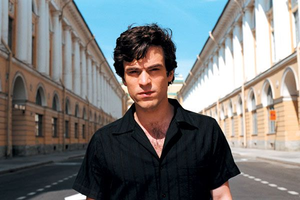 """Les poupées russes"" Romain Duris on the perfect russian street."