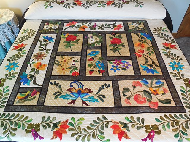 In The Garden Quilt -- outstanding made with care Amish Quilts from Lancaster (hs7403)