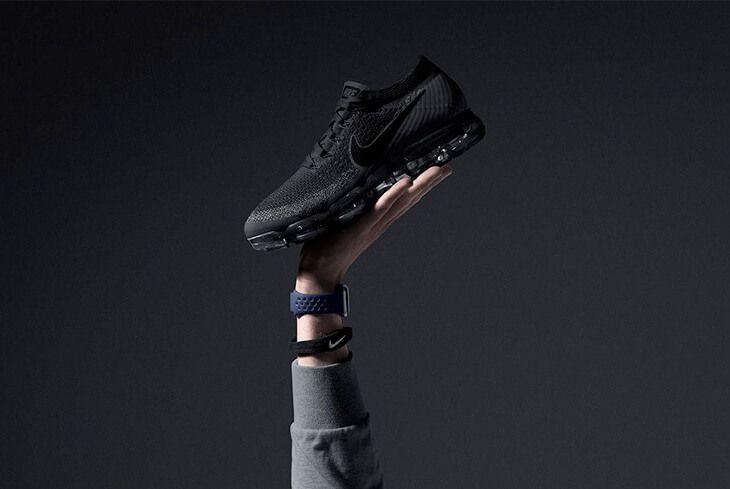 Nike e Amazon hanno annunciato una nuova partnership.   I prodotti dello storico marchio di abbigliamento sportivo saranno venduti da uno shop apposito sul grande e-commerce di Bezos.