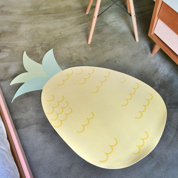 OTapete de Borracha de Abacaxi é antiderrapante e de fácil limpeza. Decora e diverte! Comprimento: 140cm Largura: 84 cm Espessura: 2,2 mm