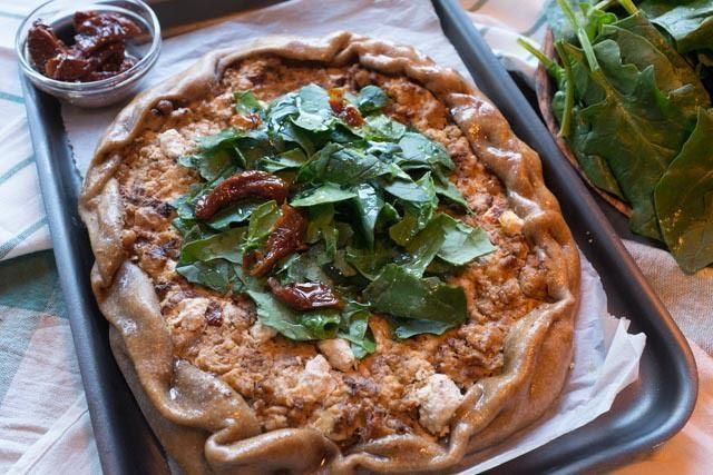 Open faced ground turkey pie from Aki Petretziki. An absolutely delicious, healthy, aromatic, very easy ground turkey pie with fresh anthotyro cheese, sun dried tomatoes, cumin,...