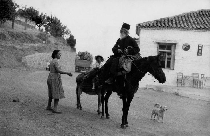 """Henri Cartier-Bresson  GREECE. Peloponnese. Laconia. 1961. Pope with his altar boy. Το πρωί της  20ης  Iουλίου 1961 ο Παπαγιάννης Τζαννέτος (1891-1994), εφημέριος Βουτιάνων και συνταξιούχος δάσκαλος αυτήν την περίοδο  μαζί με τον εγγονό του Γιάννη κατευθύνονται στο ξωκκλήσι του προφήτη Ηλία"""""""