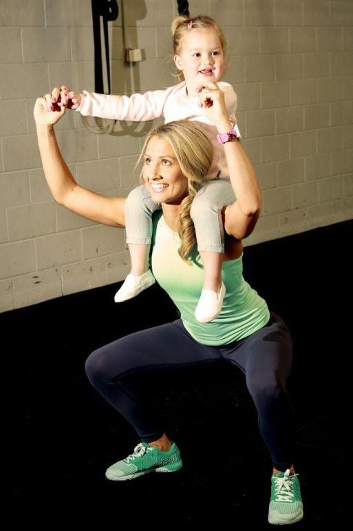 3 Kinder und perfekt in Form! So bringt Kim ihren sexy Körper in Form: http://www.gofeminin.de/abnehmen/kimberleys-abnehmgeschichte-s1464588.html #fitness