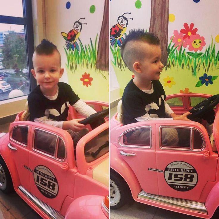 Malý punkáč v ružovom kabriolete.:) #punkisnotdead #style #hairstyle #boy #slovakia #novyuces #detskekafernictvo
