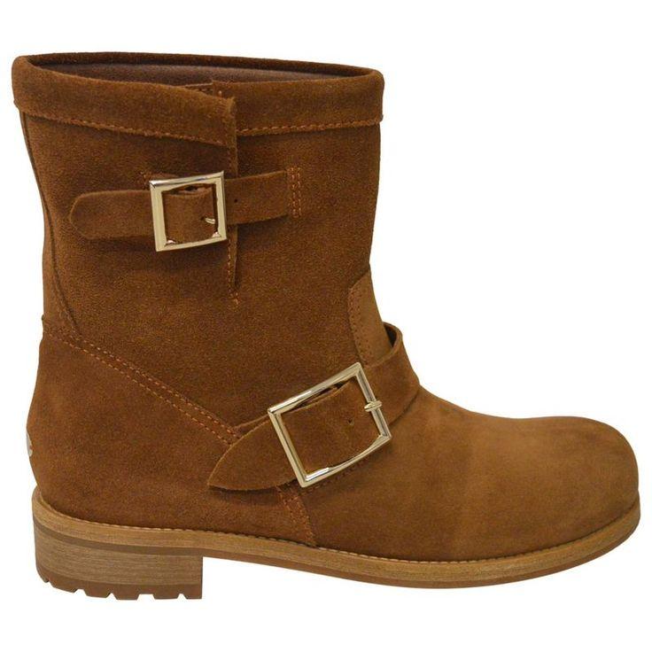 Stivaletti modello Youth in camoscio marrone, indossati solo a casa una volta, in ottime condizioni, completi di scatola, dustbag, supporto interno e velina. Taglia 39,5.<br /> Packaging: Dustbag, Shoe box