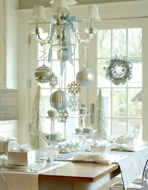 Elegant ChristmasDining Room, Decor Ideas, Blue Christmas, Christmas Tables, White Christmas, Christmas Baubles, Christmas Decor, Holiday Decor, Ornaments
