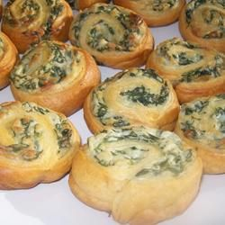 I make these over and over again because I know they're a proven crowd pleaser. Easy spinach herb pin wheels. Very adaptable recipe! #appetizer