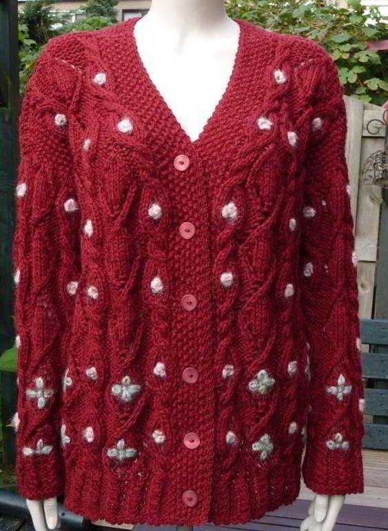rood vest met ajoursteken en kabels dames breipatroon