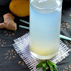 Mint and ginger flavored lemonade