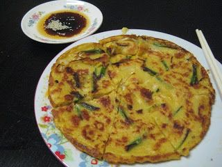 Wandering Chopsticks: Vietnamese Food, Recipes, and More: Banh Xeo-ish Pajeon? Or Pajeon-ish Banh Xeo? (Vietnamese Crepe-ish Korean Pancake? Or Korean Pancake-ish Vietnamese Crepe?)