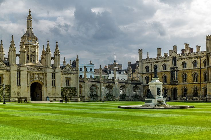 Cortile anteriore del King's College. The King's College front court.