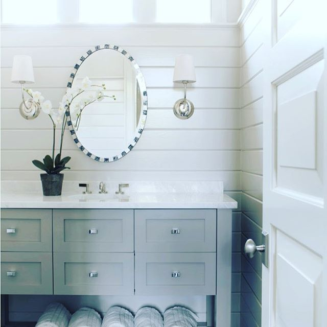 { O R G A N I S E D }  We do love a well laid out bathroom that is free of clutter and beautifully designed.  This striking example features our favourite shiplap panelling, handy drawers to compartmentalise all your beauty needs and fabulous storage for freshly laundered towels. Add a spring flowering orchid and you have perfection.  Thanks to @splice_design for this divine space xxxx