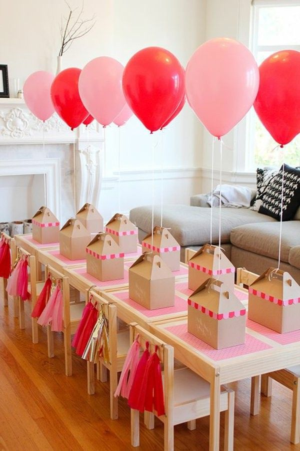 pink and red balloons table decoration for a kids birthday party decoration