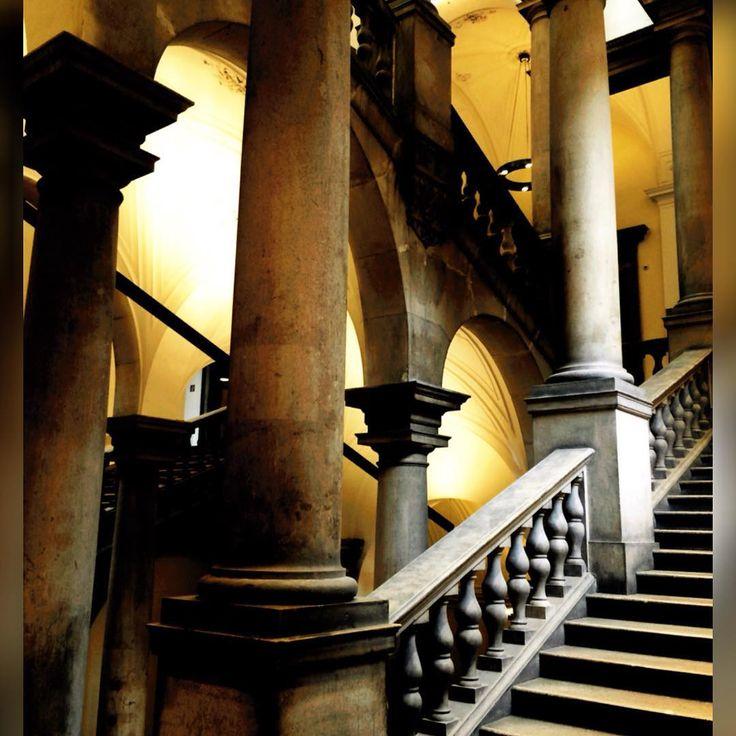 """""""#univie #uni #wien #uniwien #vienna #university #universität #stairs #stiegen #beautiful #amazing #stiegen #treppen #escaleras repinned by #smgtreppen #loveit #summer…"""""""
