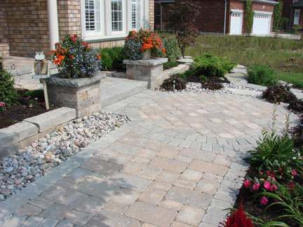Formal front walkway with a nice circle pattern where the for Open yard landscaping ideas