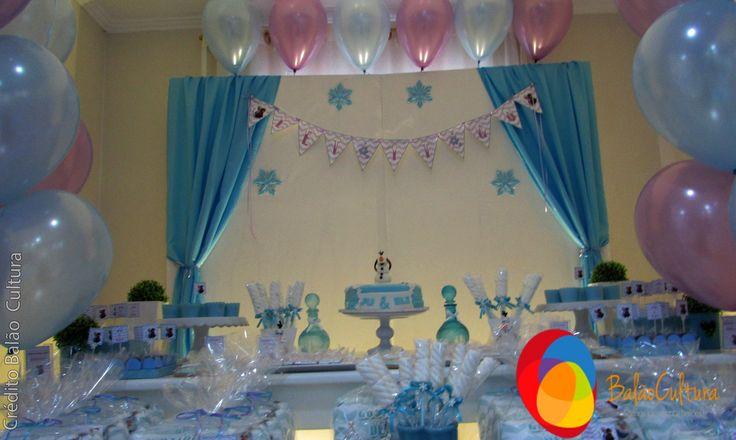 Balões usamos os balões de 11 polegadas pearl pink e pearl blue da Qualatex e inflados com gás hélio.  Quer comprar balões ou o serviço de decoração contate a Balão Cultura.  O tema mais amado por meninos e meninas.  Crédito: Balões: Balão Cultura (www.balaocultura.com.br) Decoração: O Chá das 5 (http://www.ochadas5.com.br/) Bolo e Doces: Delicada Receita (andrea_bmr@hotmail.com)