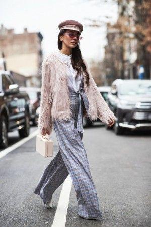 Street style на неделе моды в Нью-Йорке осень-зима 2018-2019 ... bac38d9dfaf