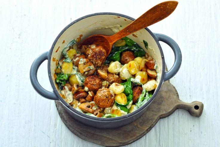 Handig: voor dit gerecht heb je maar één pan nodig en het staat ook nog eens zo op tafel. - recept - Allerhande